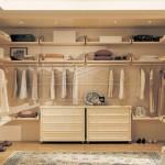 Красивая гардеробная комната на заказ. Встроенная в нишу гардеробная фото