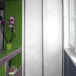 Встроенный шкаф купе на балкон фото. Узкий шкаф купе с металлическим профилем