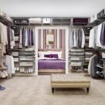 Выполненная на заказ гардеробная комната впишется в любой интерьер.
