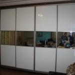 Стильный шкаф купе шириной 4 метра. Материалы для шкафа - Стекло оракл, зеркало серебро